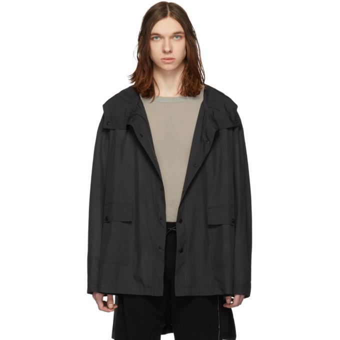 Photo: Isabel Benenato Black Oversized Rain Jacket