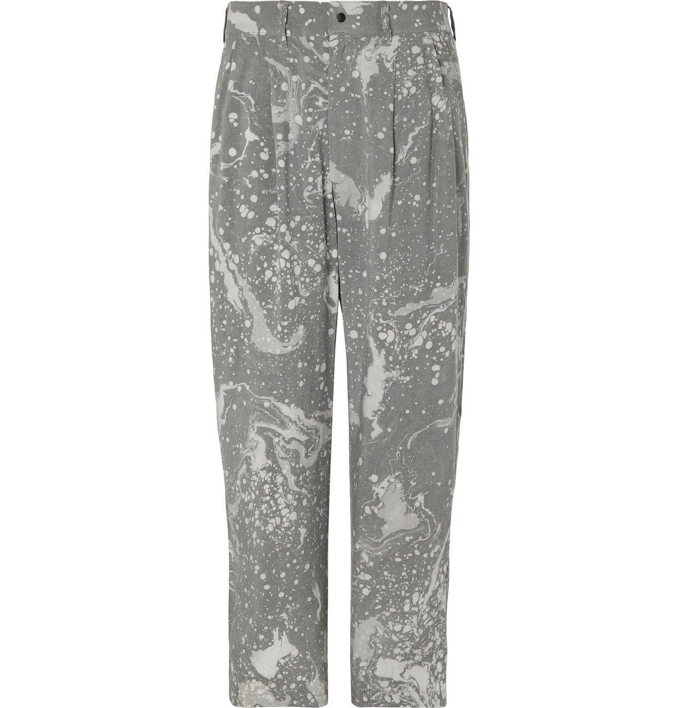 Photo: Sasquatchfabrix. - Wide-Leg Pleated Printed Twill Trousers - Gray