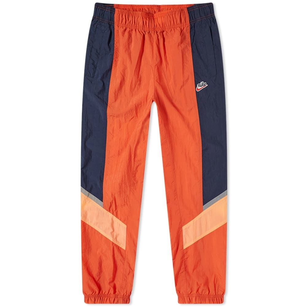 Photo: Nike Heritage Windrunner Trackpant