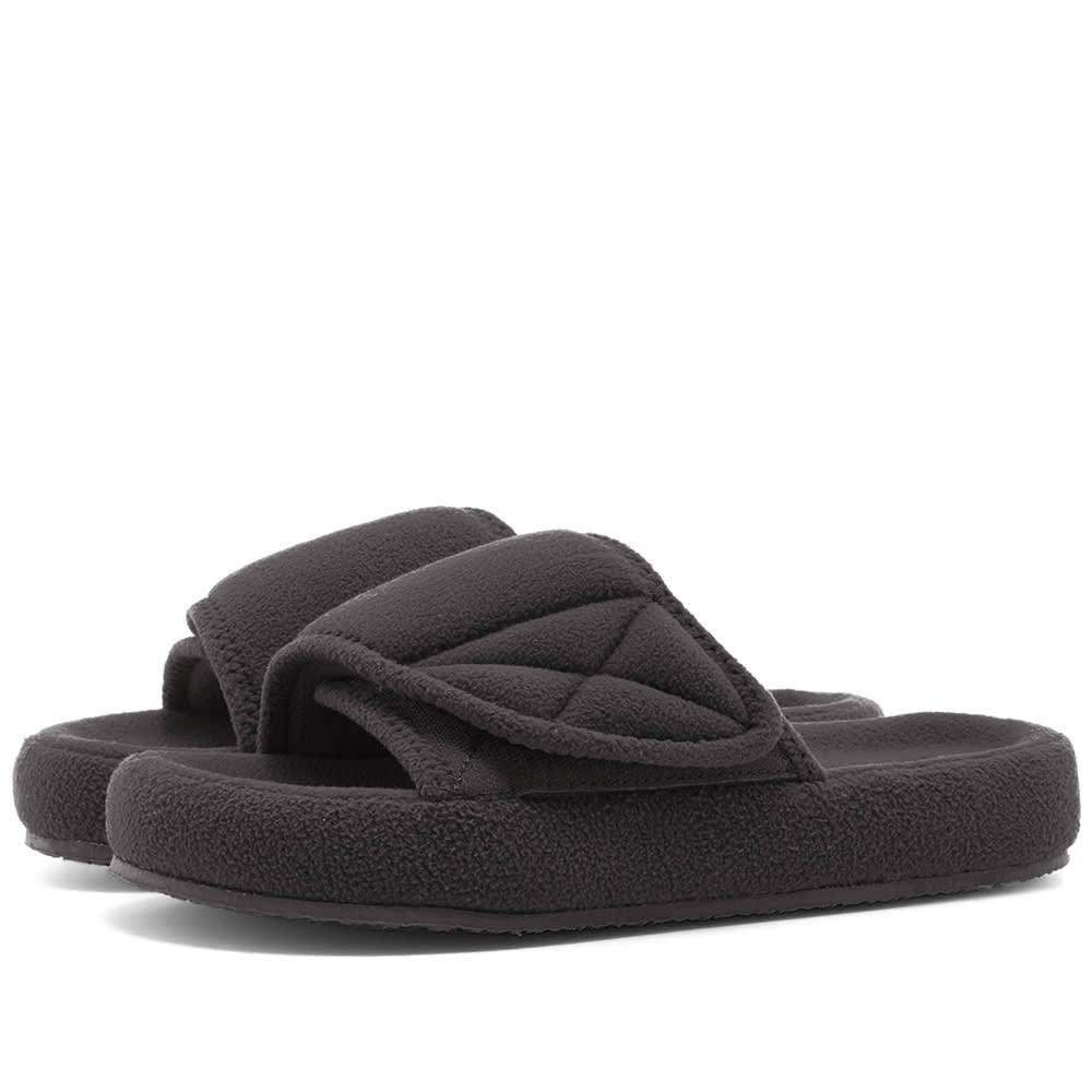 Photo: Yeezy Season 7 Fleece Slide