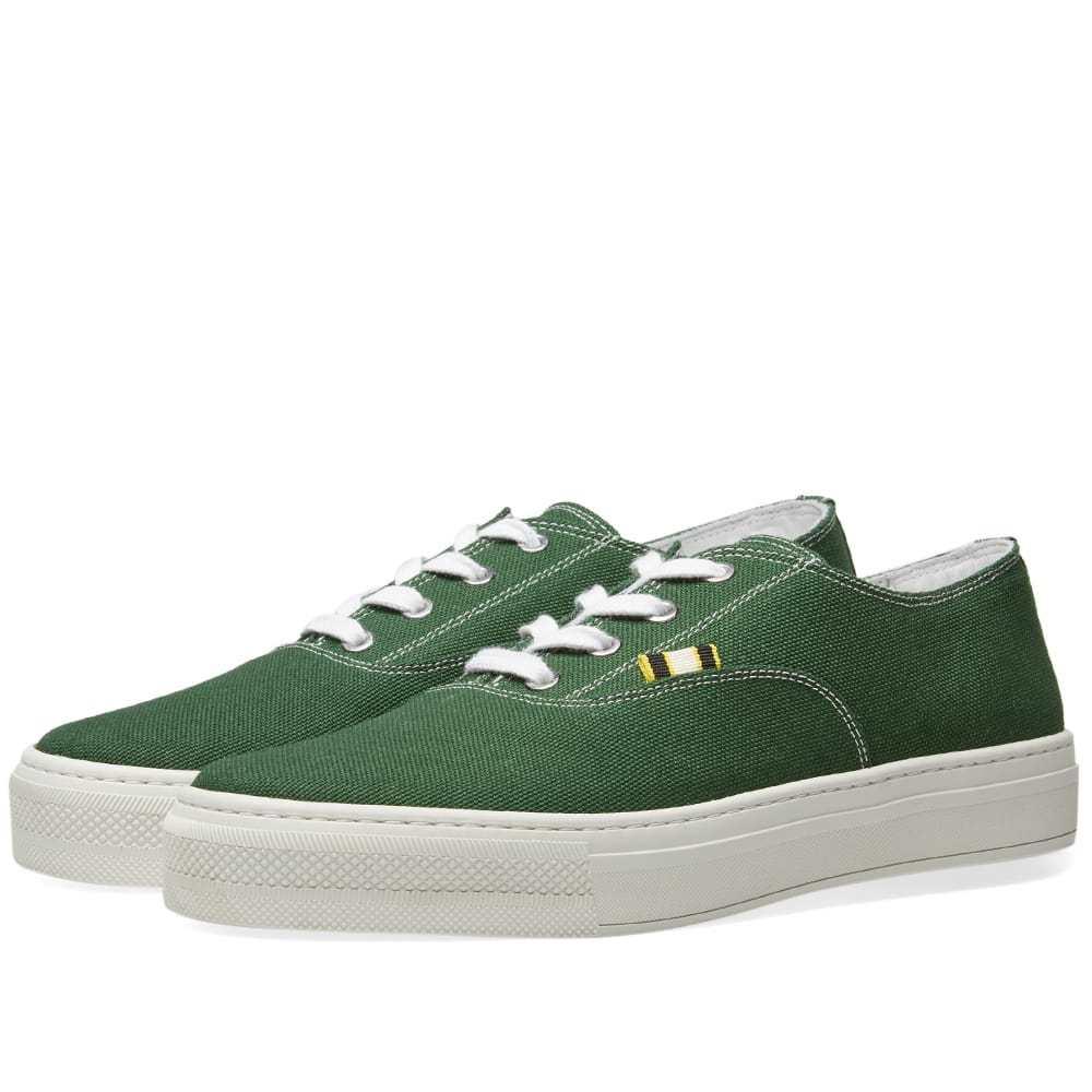 Photo: Aprix Canvas Sneaker