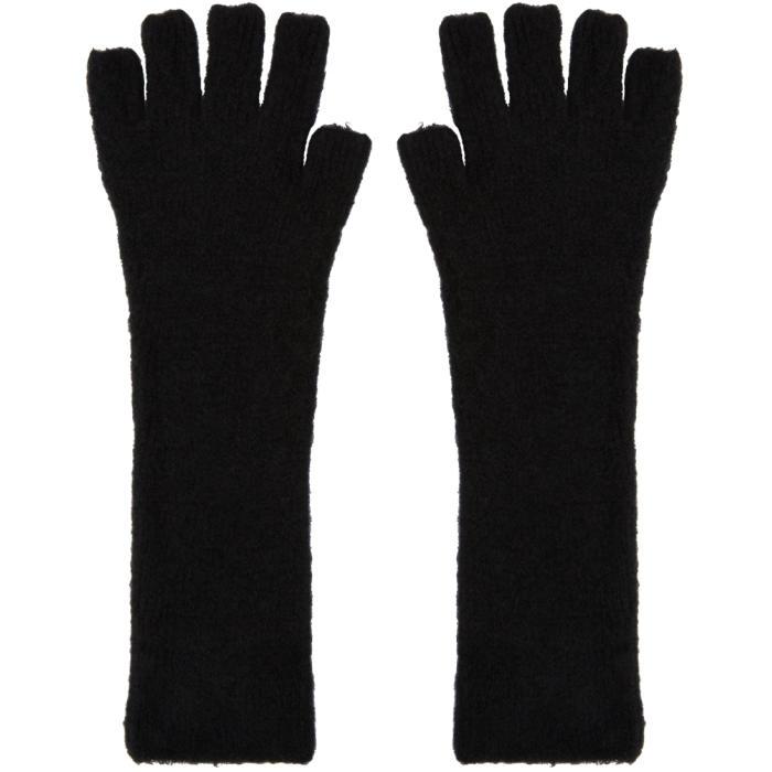 Photo: Isabel Benenato Black Knit Gloves