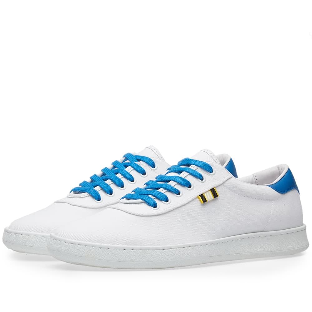 Photo: Aprix Canvas Low Sneaker