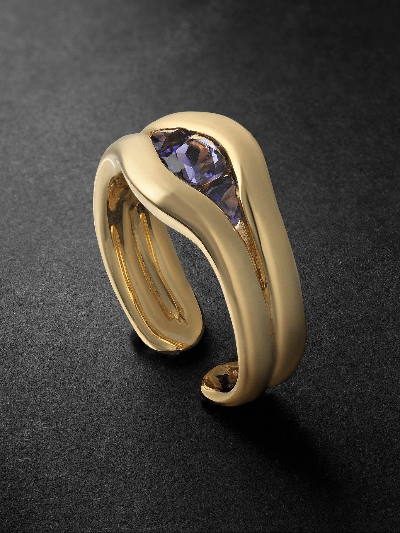 Photo: Fernando Jorge - Trillion 18-Karat Gold Iolite Ring - Gold