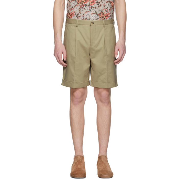Photo: Éditions M.R  Beige Pleated Shorts