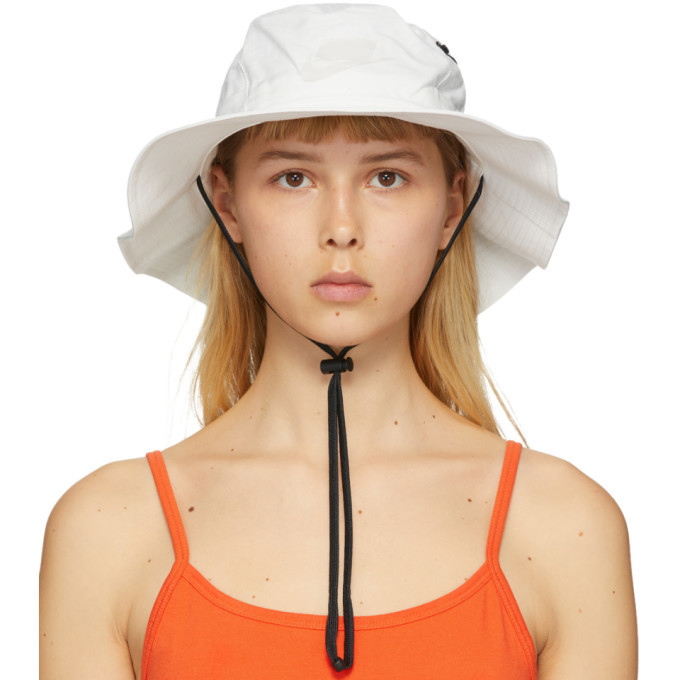 Photo: Nike White NSW Bucket Hat