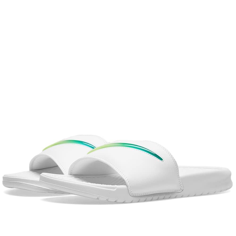 Photo: Nike Benassi JDI SE 'Jelly'
