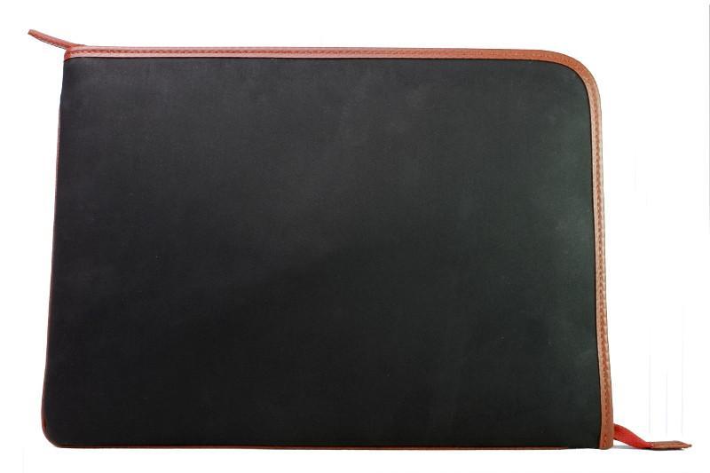 Photo: Elvis & Kresse Folio & Laptop Case