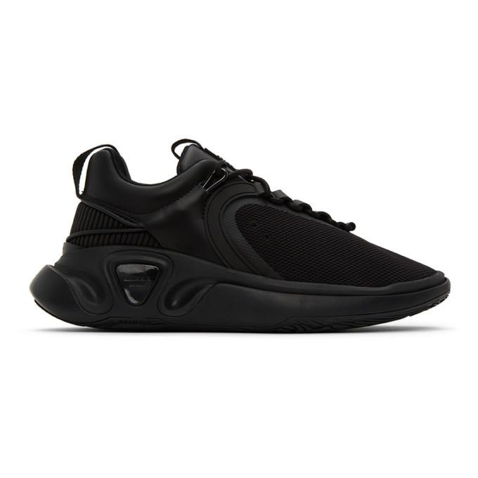 Photo: Balmain Black B Runner Sneakers