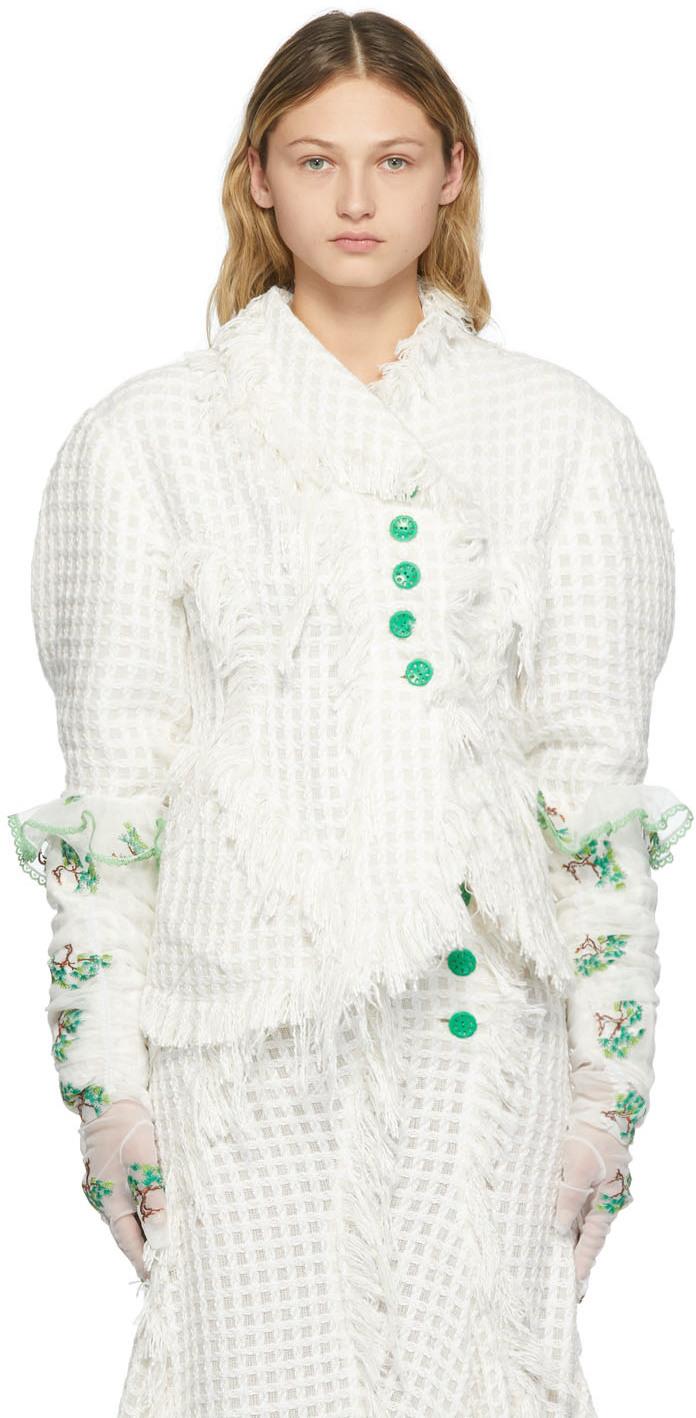 Photo: Yuhan Wang White Embroidered Bonsai Gloves