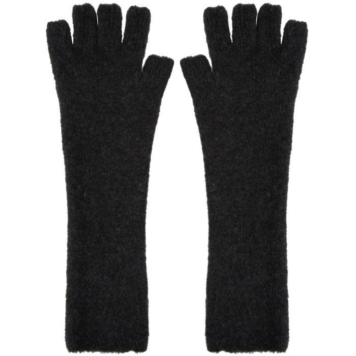 Photo: Isabel Benenato Grey Knit Gloves