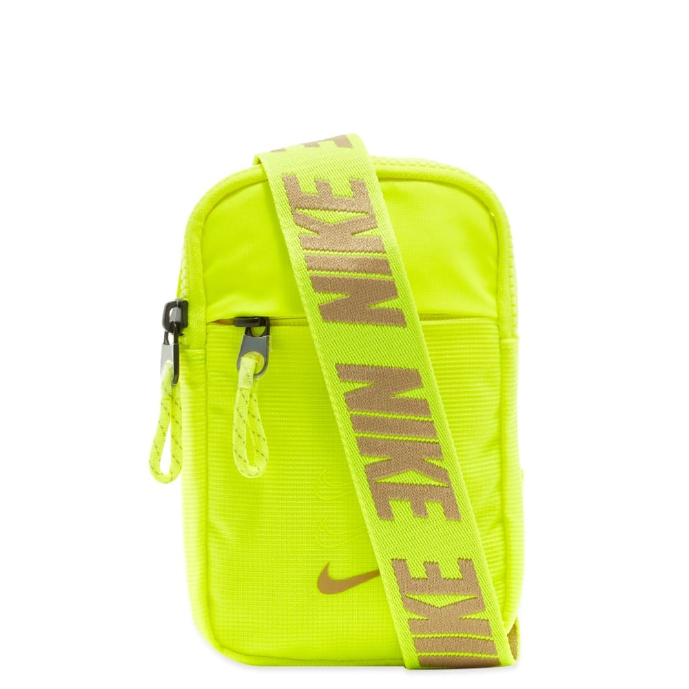 Photo: Nike Advance Small Sling Pack